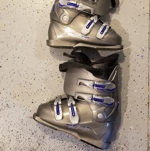 Salomon ski boots size 8 women,or men 7
